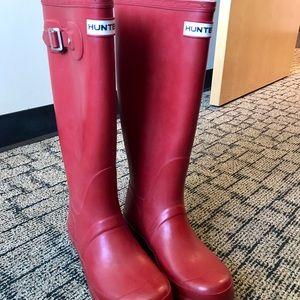 Gently worn hunter rain boots, size 7